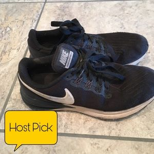 Men's size 7.5 black and white Nike shoes